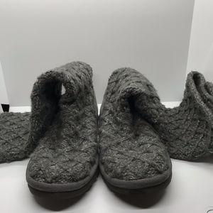 UGG Lattice Cardy Sheepskin Grey Knit Boot size 6